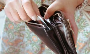 Bolehkah Mengambil Uang Suami Tanpa Ijin untuk Kebutuhan Belanja Keluarga?